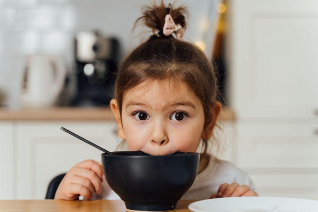 разпределяне на отговорности в храненето, Елин Сътър, психолог, логопед, злоядо дете, хранителна терапия